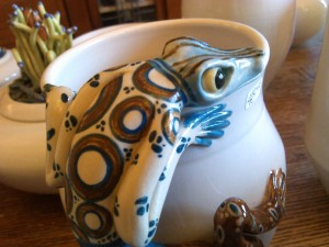 Spotted lizard vase