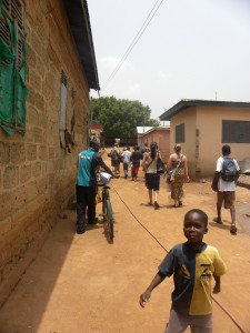 Children outside the second Bonwire kente center